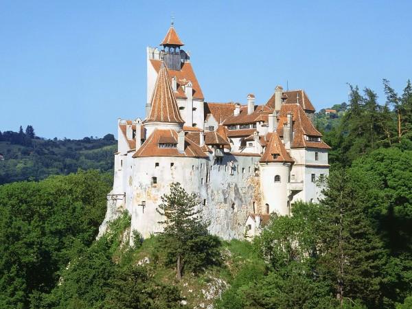 http://boingboing.net/2014/05/21/draculas-80mm-castle-for-sa.html