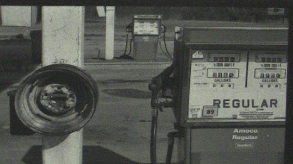 Picture of old gas station in Pinehurst where clerk was killed