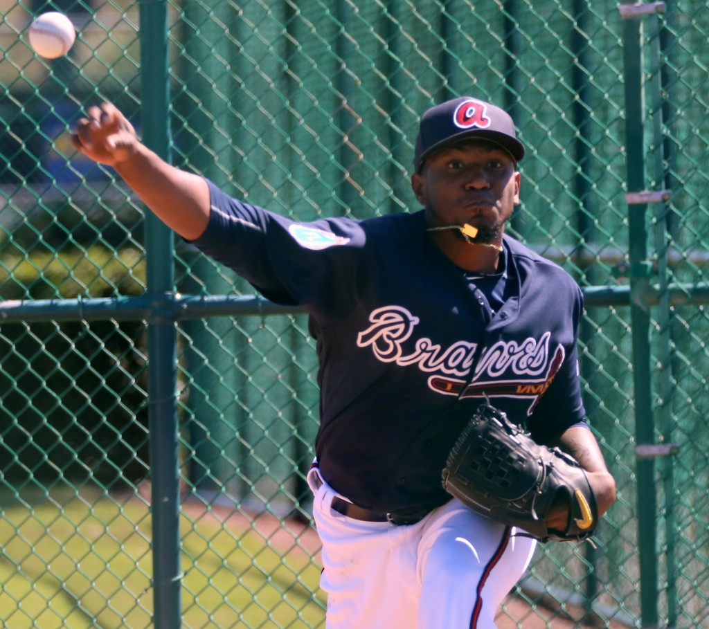 Julio Teheran throws a side session at Braves' #SpringTraining camp.