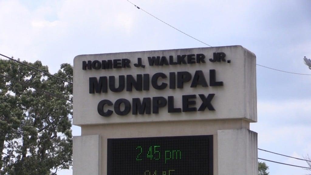 Warner Robins leaders to raise sewage fees.