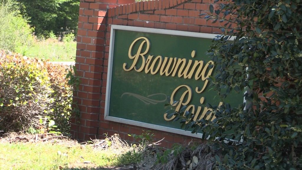 Browning Pointe hopes the Macon-Bibb Commissioners will add streetlights to the neighborhood for safety.