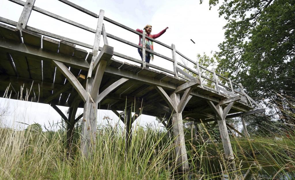 Britain Pooh Bridge Auction