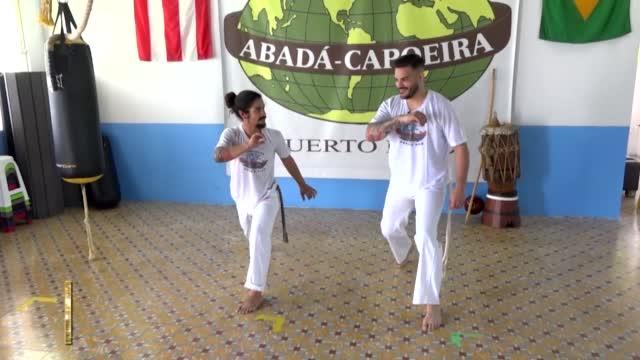 Primetime Victor Nos Enseña Sus Movimientos De Capoeria