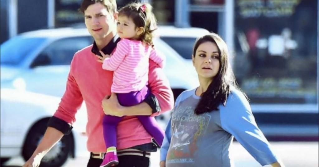 Mila Kunis Y Ashton Kutcher Revelaron Que Solo Banan A Sus Hijos Cuando Los Ven Sucios