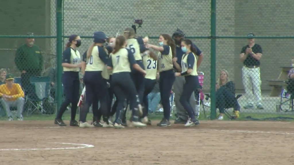 Bay View Sweeps Softball Doubleheader From Lincoln