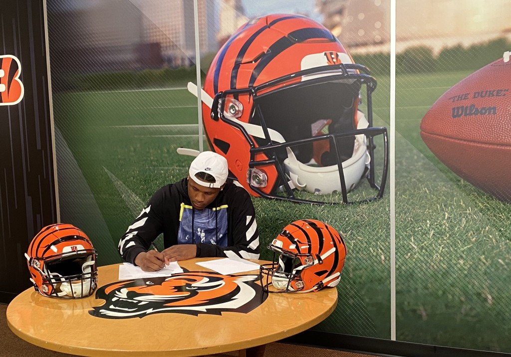 Tee Higgins Signs With Bengals