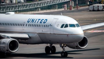 Http Cdn.cnn.com Cnnnext Dam Assets 200504205708 United Airlines 0320