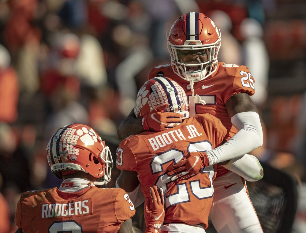 Clemson Stays At No. 1 In Ap Poll