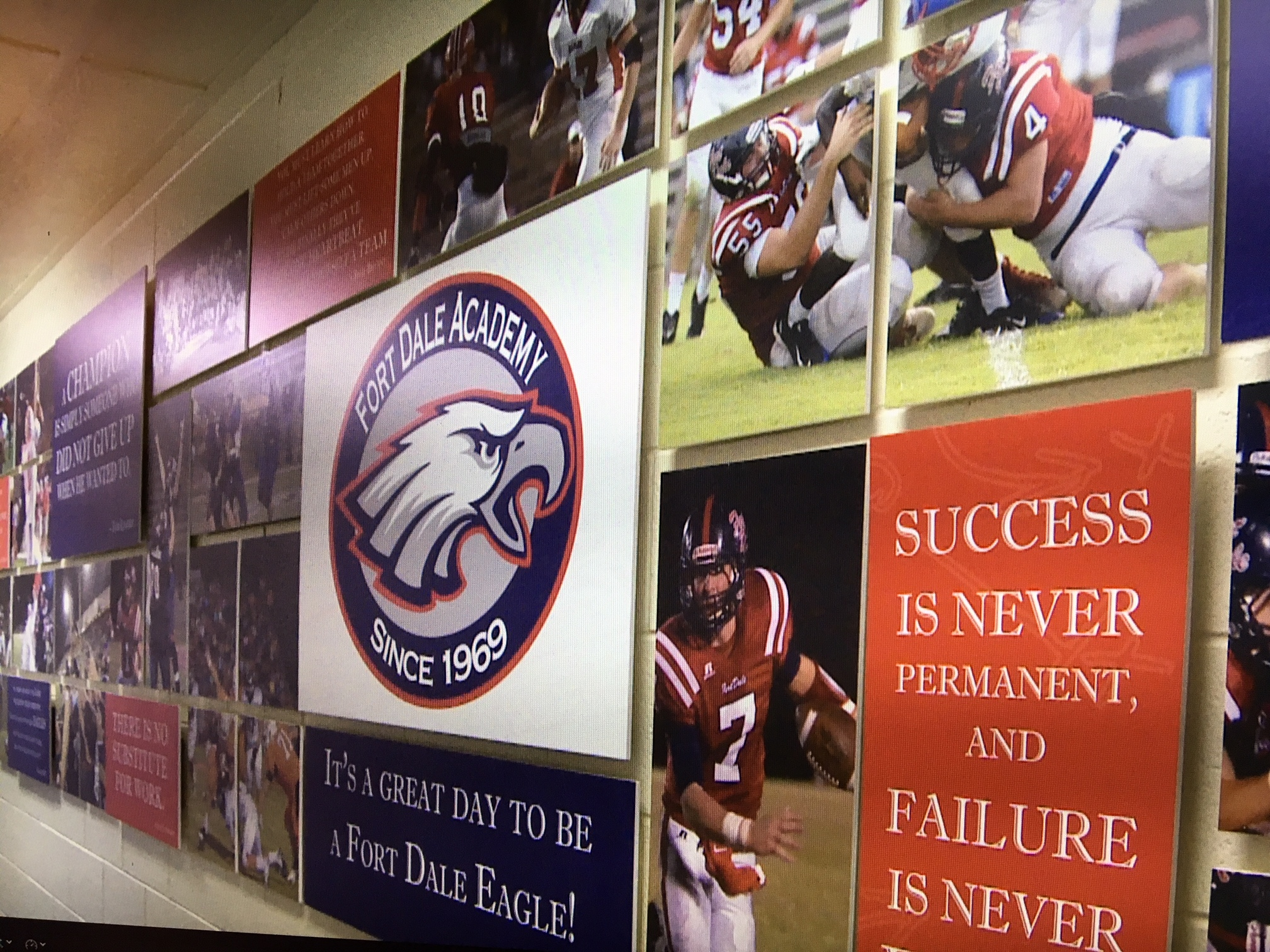 Fort dale academy unveils football themed mural alabama news for Alabama football mural
