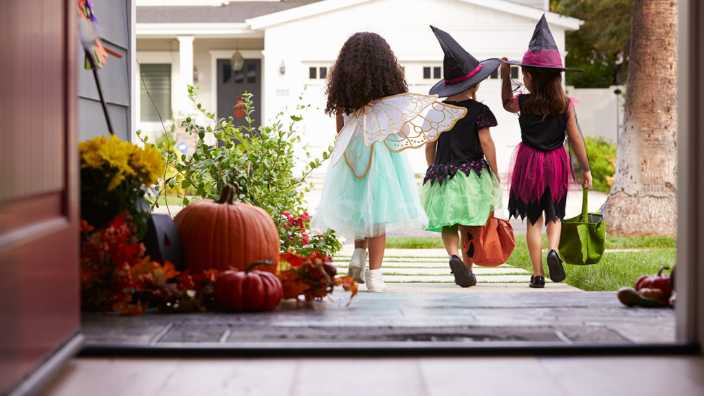 halloween-trick-or-treating-costumes-pumpkins-candy_1539974815120_13978440_ver1-0.jpg