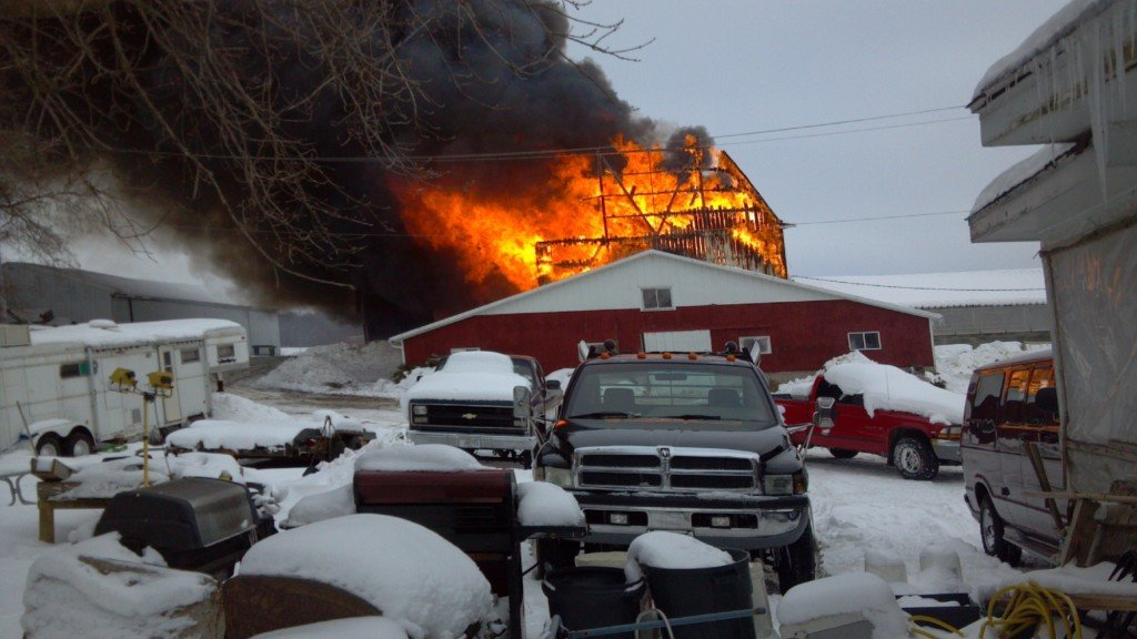Barn fire near Fort Atkinson kills over 20 cows