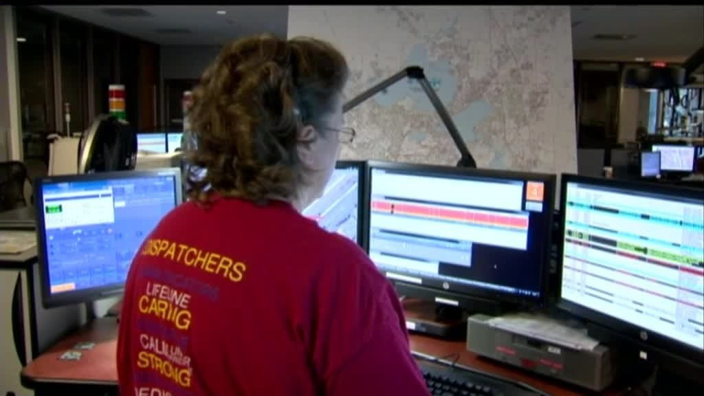 911 dispatchers to be trained on CPR coaching under proposed bill