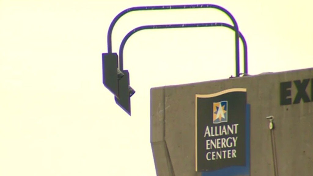 Alliant Energy Center honors contracts after holiday expo cancels last minute