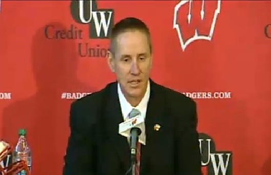 Coach Gary Andersen reacts to Badgers' loss