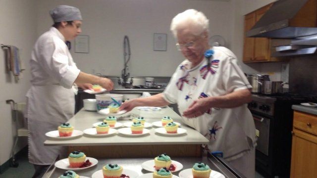 Veteran returns to service roots to cook for fellow vets