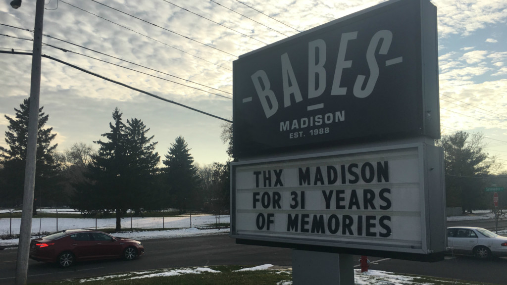 Babe's bar and grill celebrates final day after 31 years of business