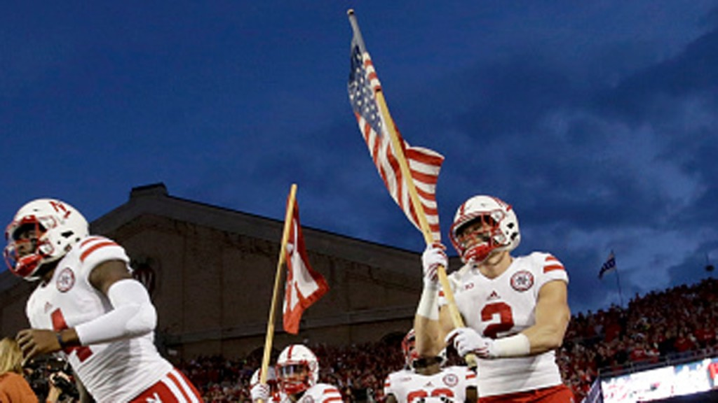 Badgers to open 2018 football season with a Friday night game