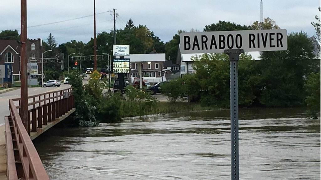 Crews evacuate 9 people in Rock Springs as Baraboo River rises