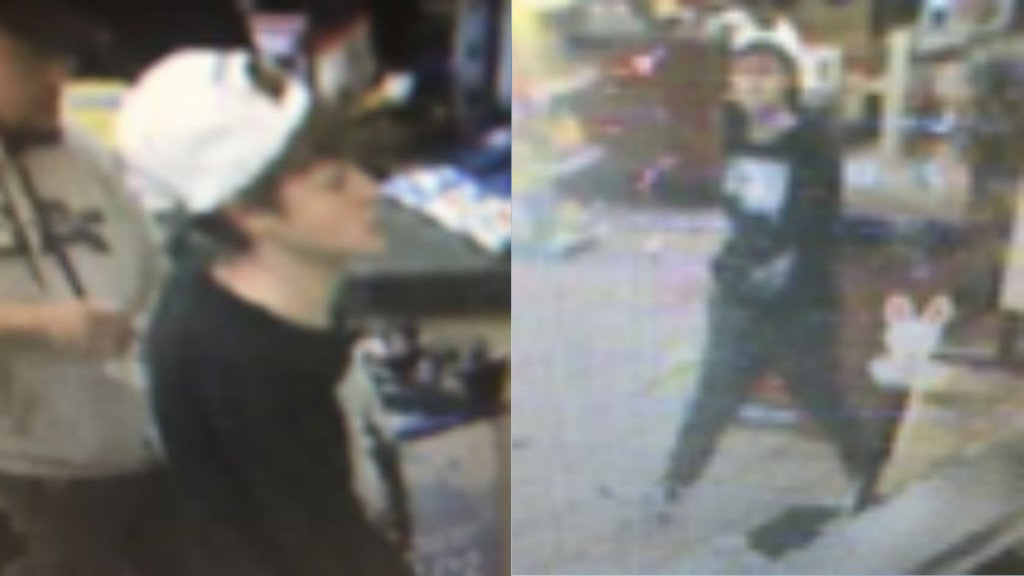 2 men steal woman's purse from her hands, officials say