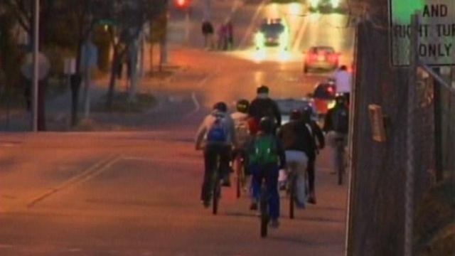 UW police stop bicyclists, give away free bike lights