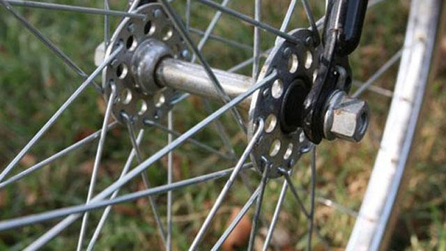 Man refuses to ID himself after being caught selling stolen bike, police say