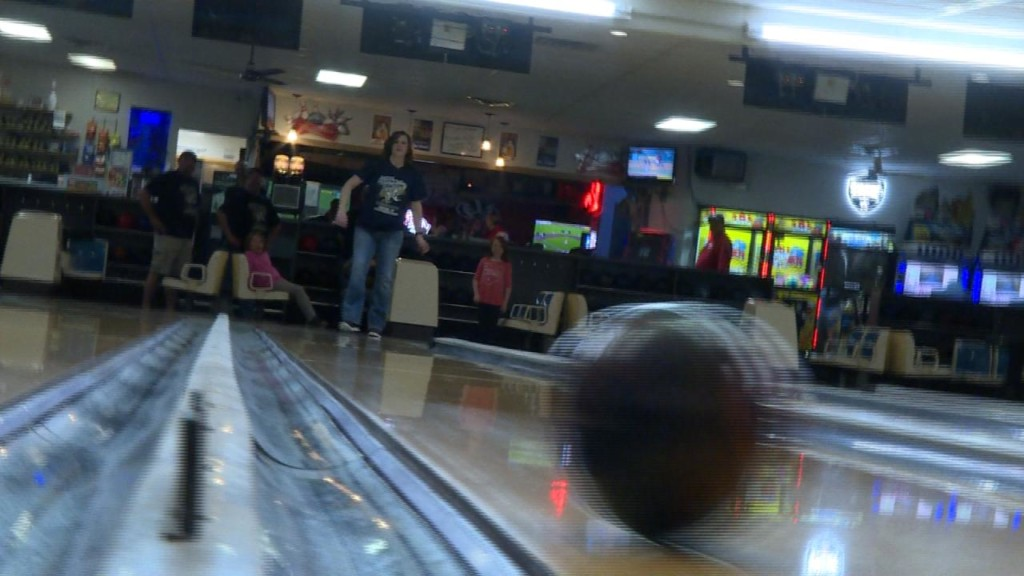 Portage bowling alley gives thousands to cancer research after their own battle with disease