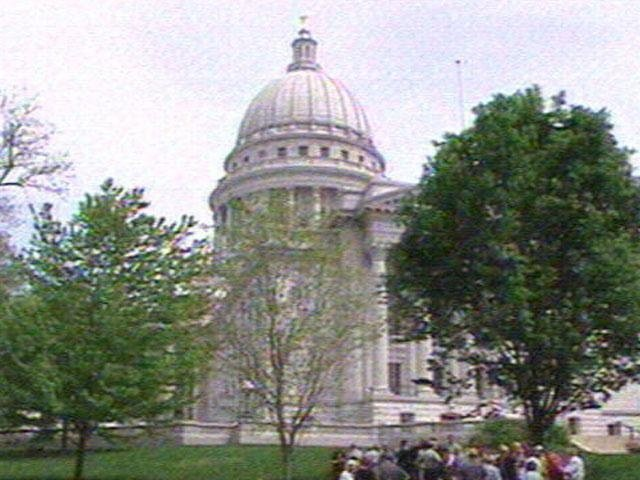 Senate passes sex offender notification bill