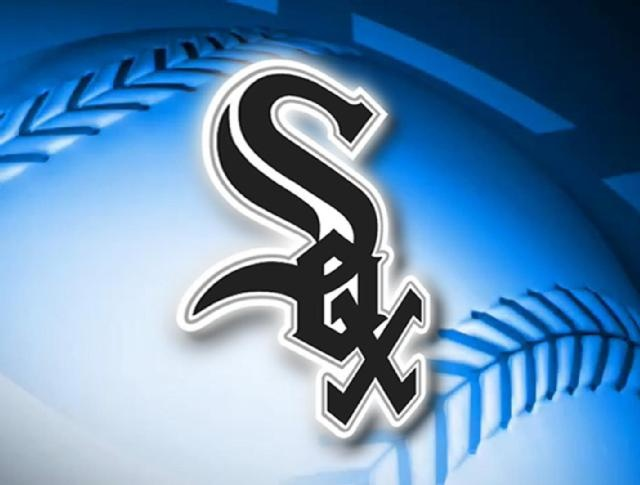 Dunn's 2 homers lead White Sox