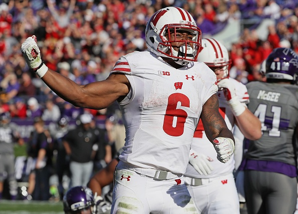 Wisconsin climbs one spot in the college football poll