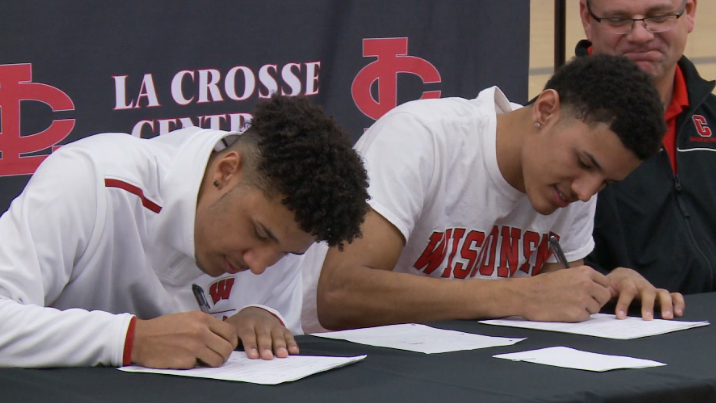 Brother Act: Wisconsin signs Davis twins