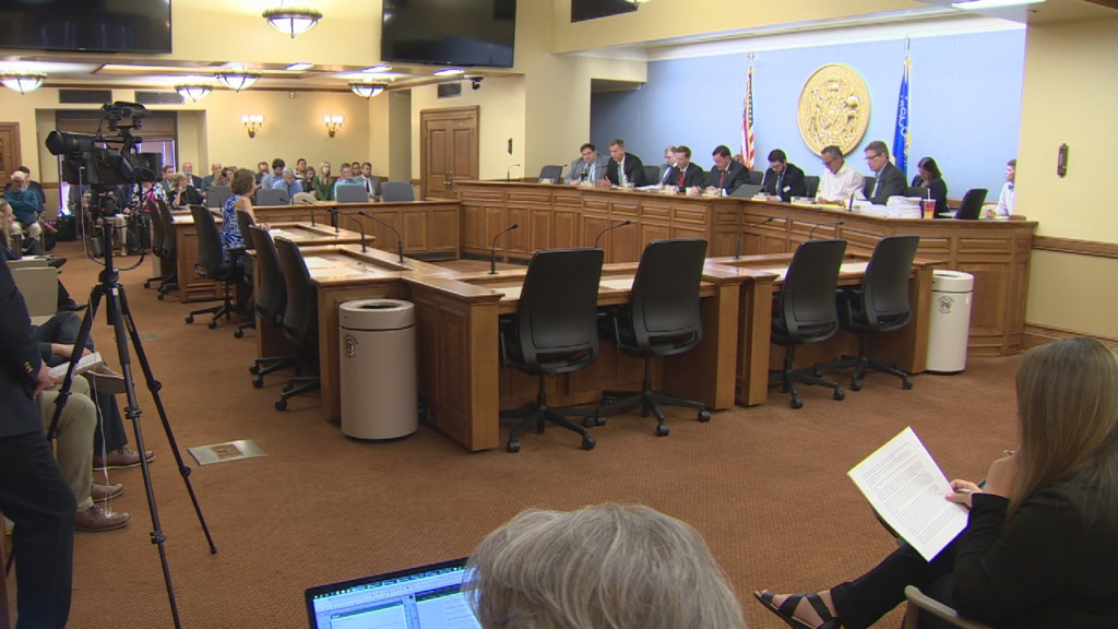 Senate Health Committee hears arguments for and against dental therapists bill