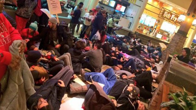 Protesters chant 'black lives matter,' block mall traffic