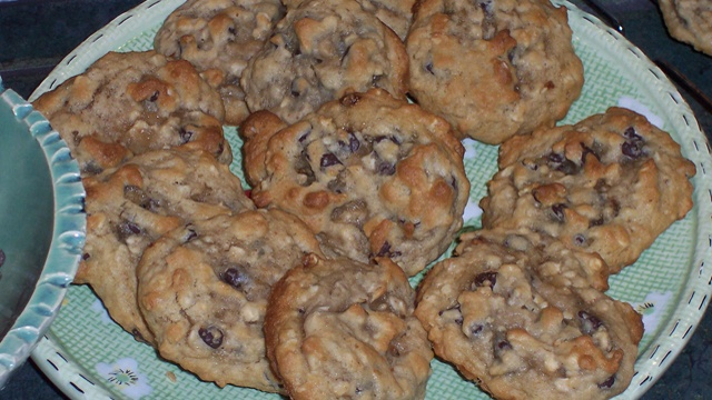 Donna's Special Chocolate Chip Oatmeal Cookies