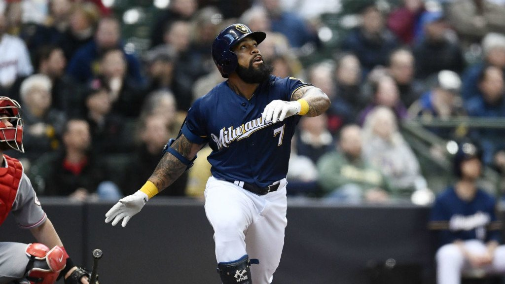 Brewers beat Cubs to narrow wild card lead