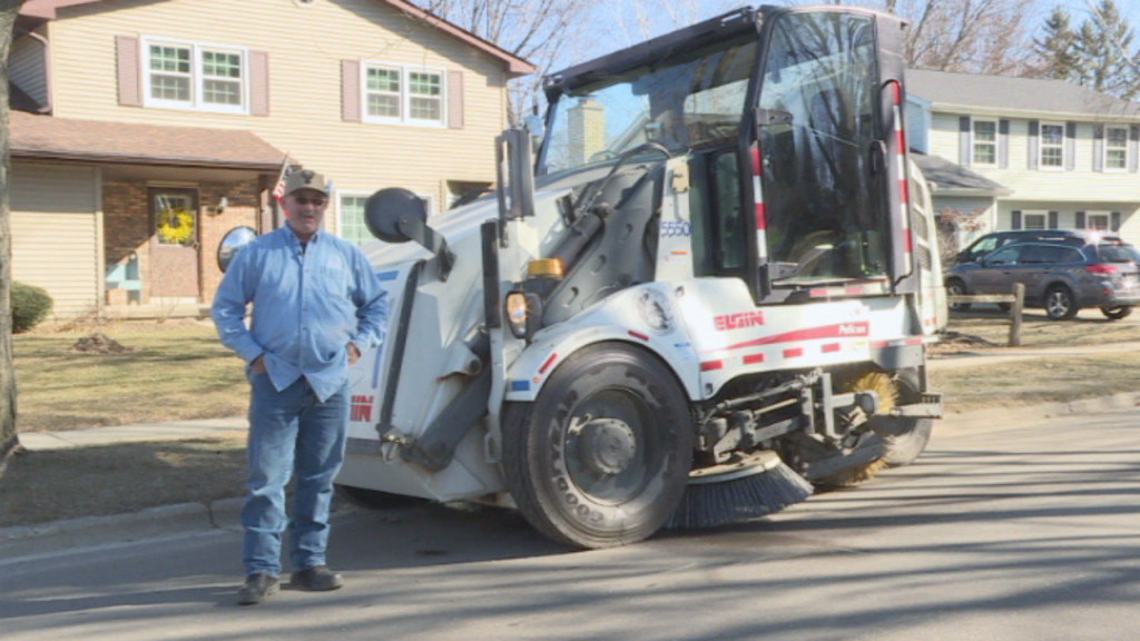'I love this job': Former professional baseball player now Madison street sweeper
