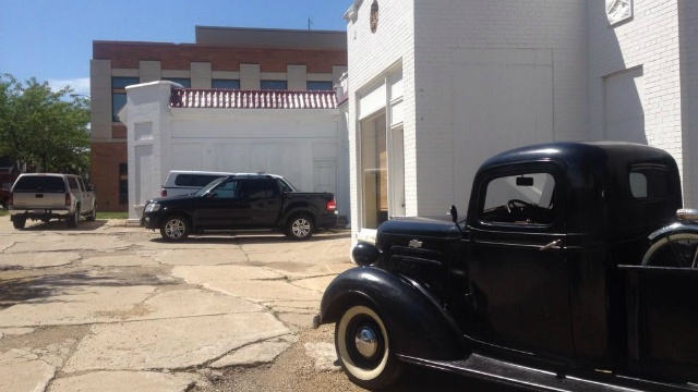 Residents ask city to turn old gas station into classic car museum
