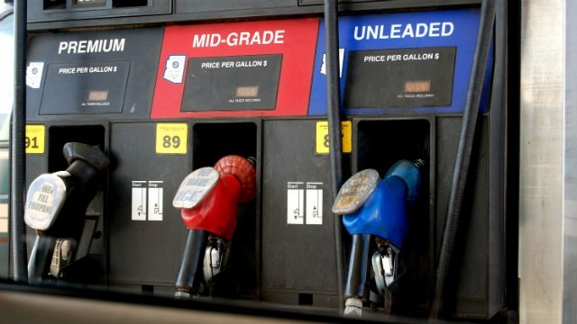 Experts: Gas prices could continue to drop