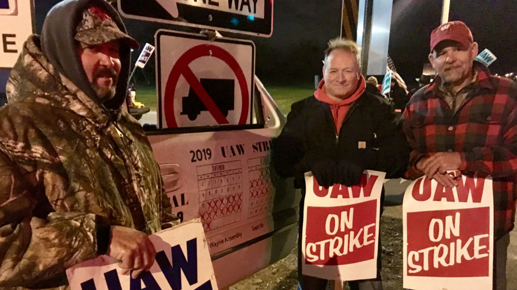 These Wisconsin residents drive 5 hours just to strike for the UAW, and they're not alone
