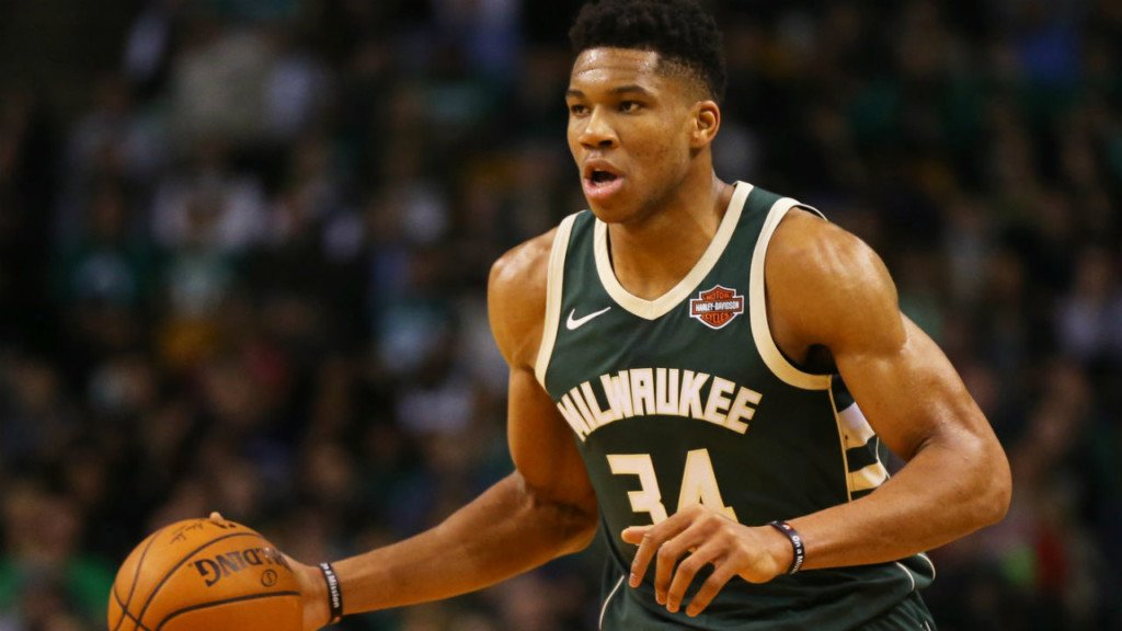 Giannis leads Bucks to fourth straight win