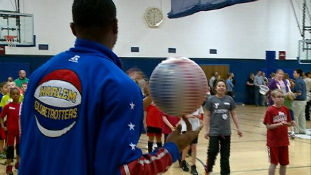Teen meets Globetrotter after amazing shots