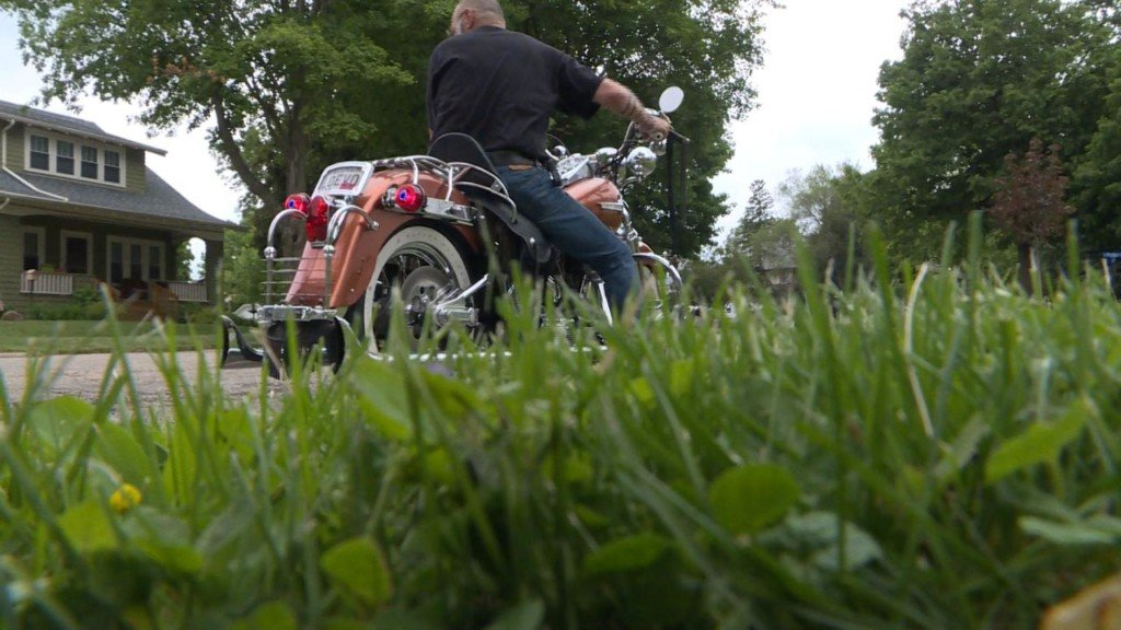 'It's just like ice': Motorcyclist asks mowers to clear grass clippings from roads