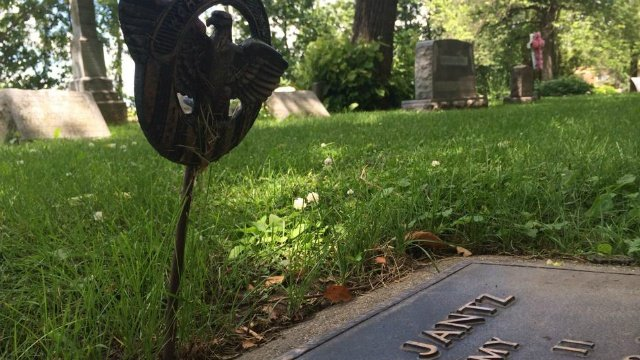 Thieves steal from graves of veterans in Beaver Dam