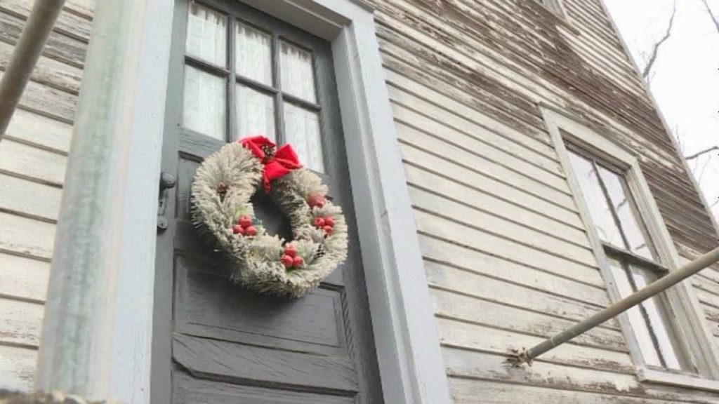 Historic home with iconic wreath stands test of time despite road construction