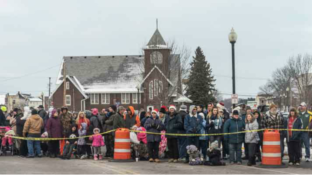 Mauston attempting to break Guinness world record for most people caroling