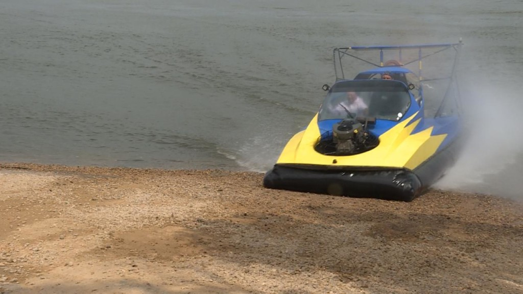 Enthusiasts show off hovercrafts on Wisconsin River