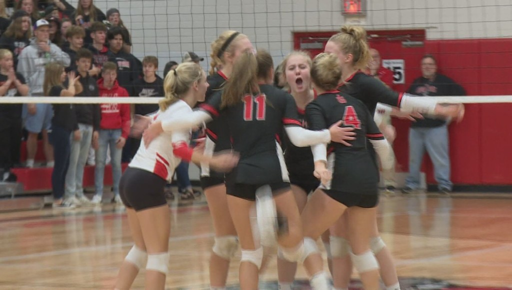 Platteville, Iowa-Grant volleyball teams win regional titles