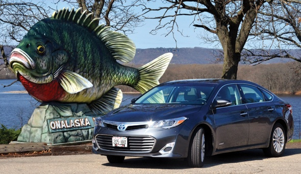 Cruising Great River Country in a Toyota Avalon Hybrid