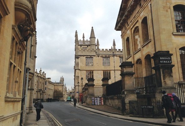 Explore Oxford with Tea, Beer and Cocktails