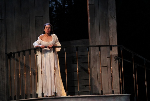 Stage Right/Stage Wrong: Melisa Pereyra's Tale of Two Romeo and Juliets