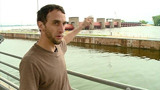 Houseboat goes over dam; man recounts rescue